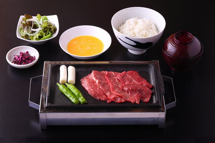 焼肉食堂やんまのおすすめメニューはスキヤキ 和牛本日のお任せ4種