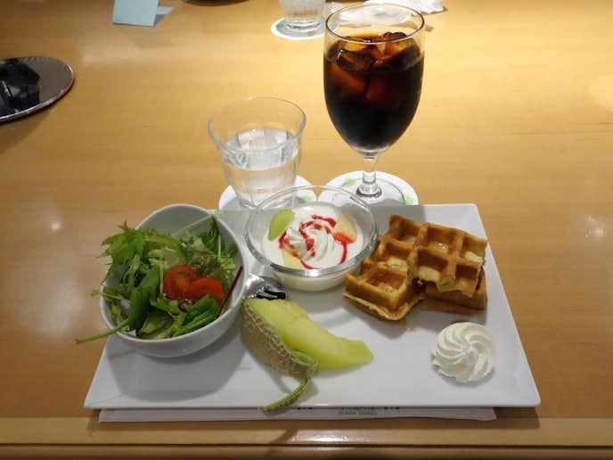 京橋千疋屋のおすすめメニューはワッフルセット