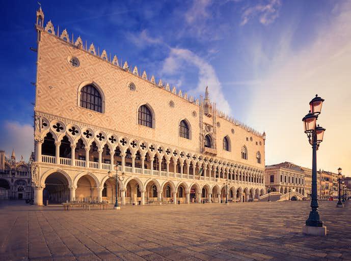 ベネチアでおすすめの観光地はドゥカーレ宮殿