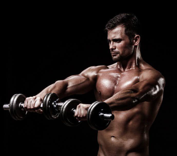 肩の筋肉を鍛えられる効果的なダンベルトレーニング