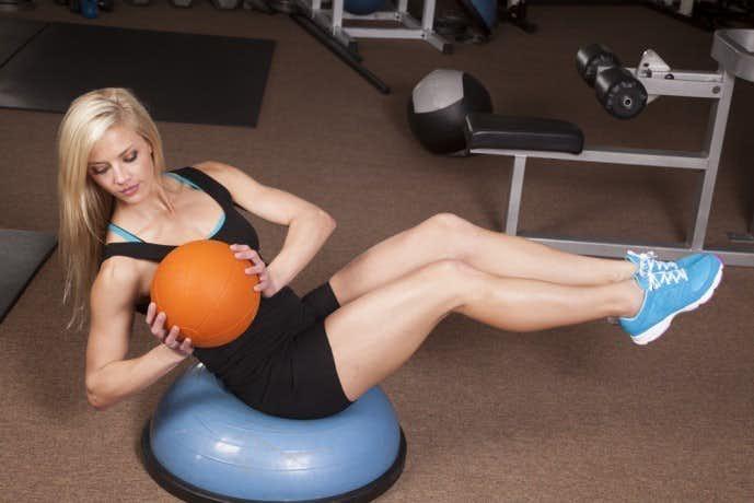 ダンベルを使った腹筋トレーニング