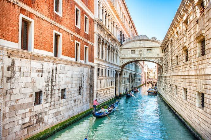 ベネチアでおすすめの観光地はため息の橋