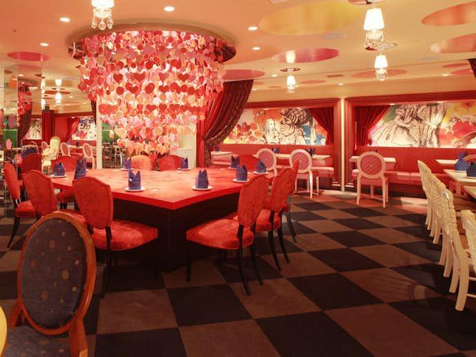 新宿西口のおすすめカフェ「魔法の国アリス」