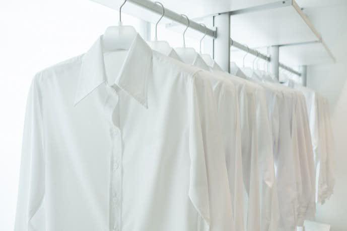 暑い夏の日におすすめの白シャツ