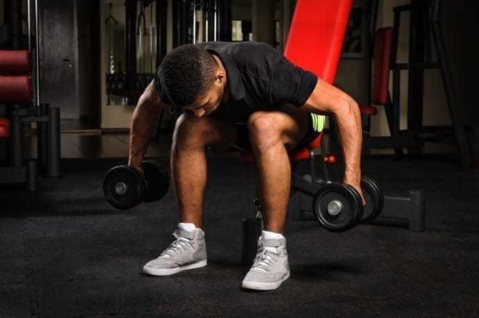 大胸筋を鍛えられる効果的なダンベルトレーニング
