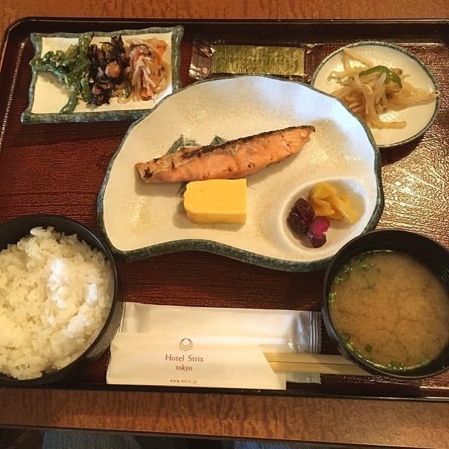 カフェ ジェイドガーデンのおすすめメニューは焼き鮭の定食