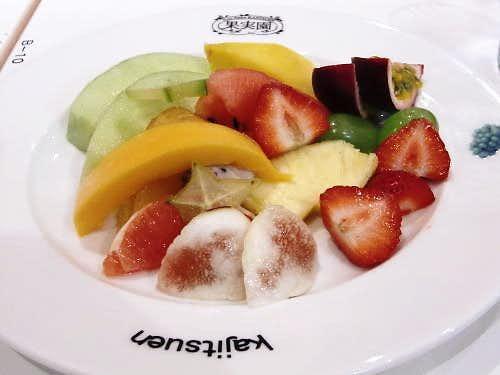 果実園のおすすめメニューはフルーツサラダセット