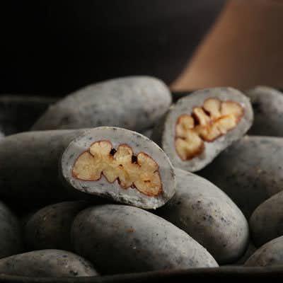 おすすめの和菓子プレセントは黒ごまのチョコ