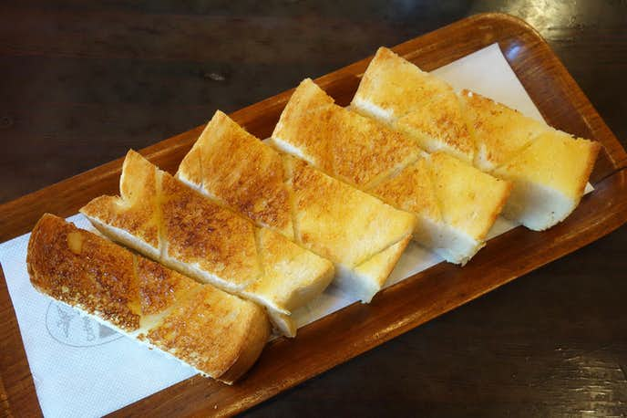 珈琲大使館のおすすめメニューは厚切りのバタートースト