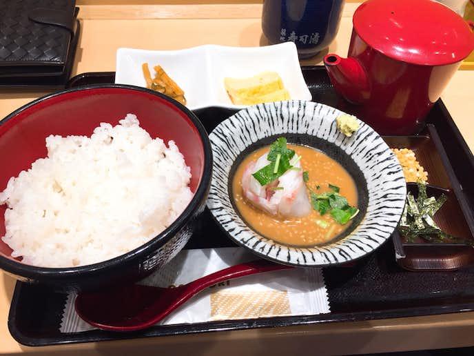 築地 寿司清のおすすめメニューは鯛胡麻だれ