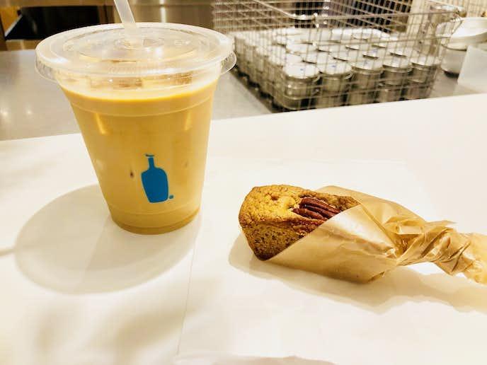 ブルーボトルコーヒーの人気カフェメニューコーヒーとパンのセット