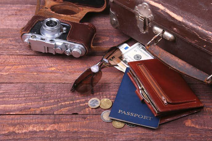 パスポートケースにクレジットカードを入れるか