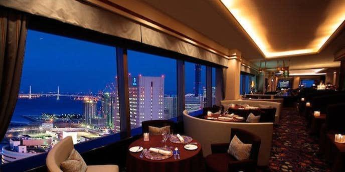横浜でおすすめのデートディナーはスカイラウンジ 「ベイ・ビュー」 【横浜ベイシェラトン ホテル&タワーズ】