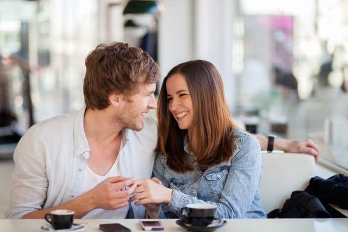 告白のベストなタイミングで恋愛事情を探られている時