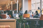 社内恋愛成功のコツ?職場で「好き避け」をする男性と女性の心理とは | Smartlog