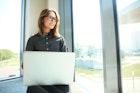 誰もが憧れる「デキる女」の特徴10選。明日からデキる女になる方法とは? | Smartlog