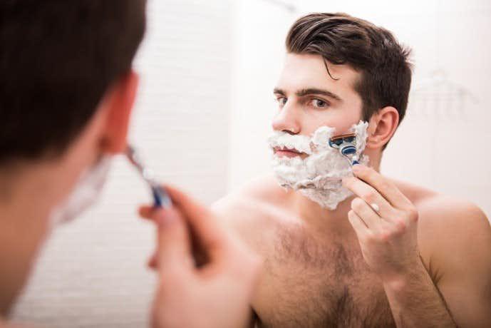 ヒゲ 剃る