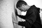 嫉妬深い彼氏の心理&対処法。喧嘩せずに恋人を安心させて別れを回避する対応とは | Smartlog