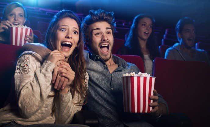 映画館で雨の日デート