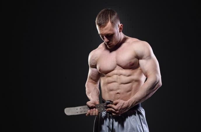 筋肥大効果を高めるトレーニングに必要な4つのアイテムの内の3つ目のトレーニングベルト