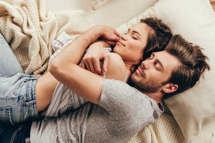 男性が彼女の寝顔を見て思うこと