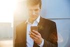 彼氏が連絡をくれない理由&心理とは。連絡不精な男の対処法とタイプを紹介! | Smartlog