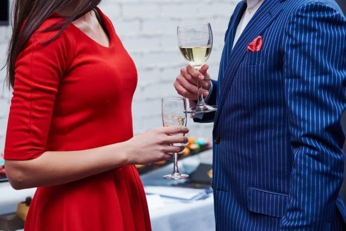 社内恋愛の飲み会におけるアプローチ