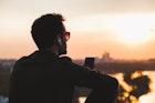 恋愛に消極的な「奥手男子」の特徴&心理とは。受け身な男性の脈ありサインを大公開! | Smartlog