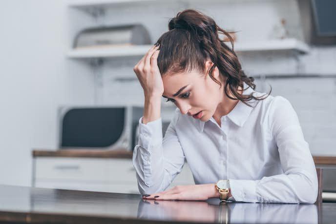 情緒不安定になる女性の特徴と原因 直し方&周囲にいる時の対応方法まで解説   Smartlog