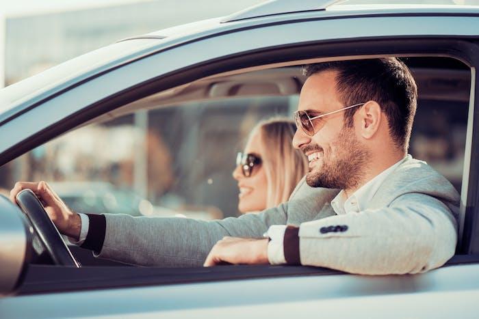 付き合う前にドライブデートに誘う男性心理とは? …
