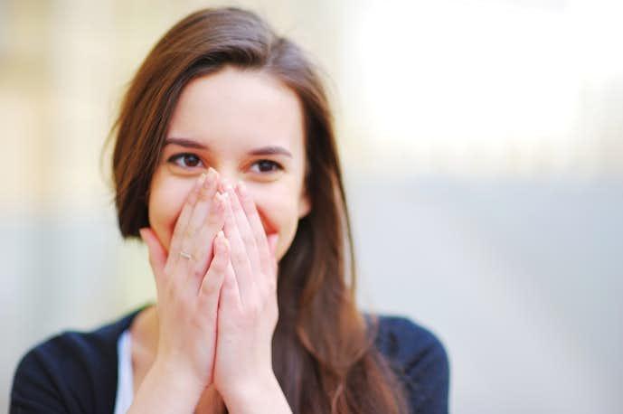 恥ずかしがり屋な人の特徴5選。すぐ恥ずかしくなる理由&克服方法を ...