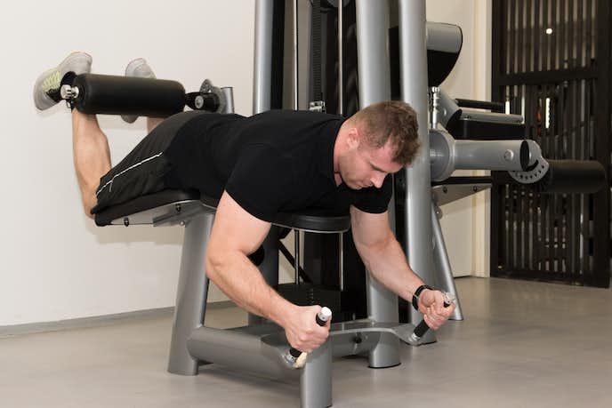 レッグカールの効果的なやり方|太ももを鍛える自宅トレーニング方法 ...