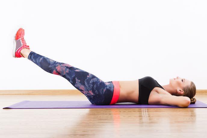 足上げ腹筋の効果的なやり方|ぽっこりお腹が割れる筋トレメニュー4選 | Smartlog