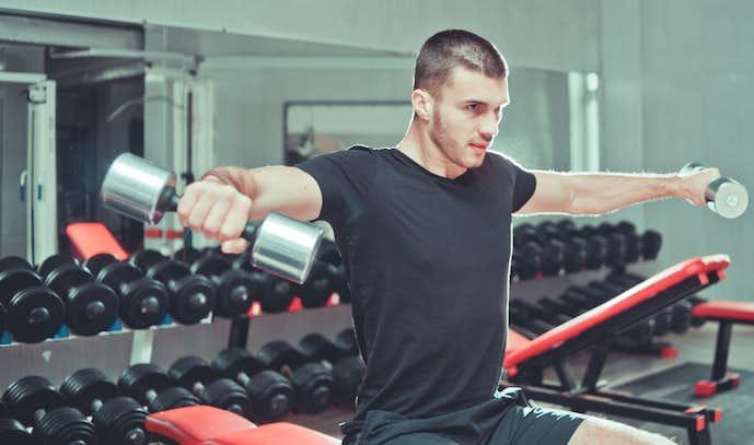 インクラインサイドレイズの効果的なやり方|肩の筋肉を鍛える筋トレメニューとは | Smartlog