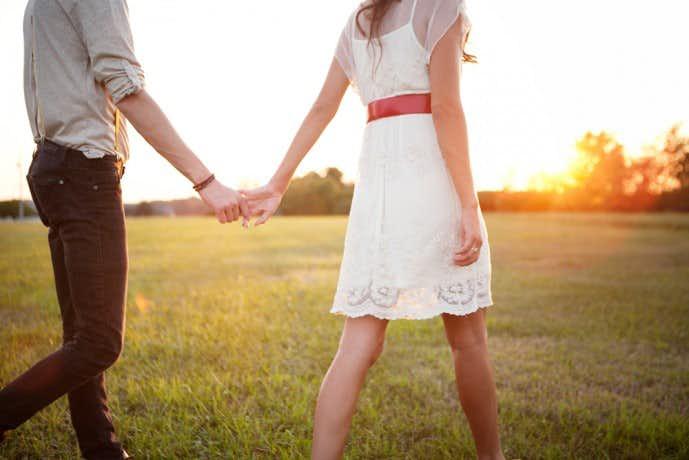 夏デートで手をつなぎたくない