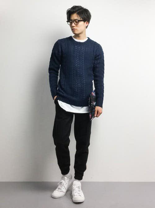 ネイビーのセーター