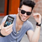 男性もスマホで自撮りする時代。カッコいい男に写る9つのコツ | Smartlog