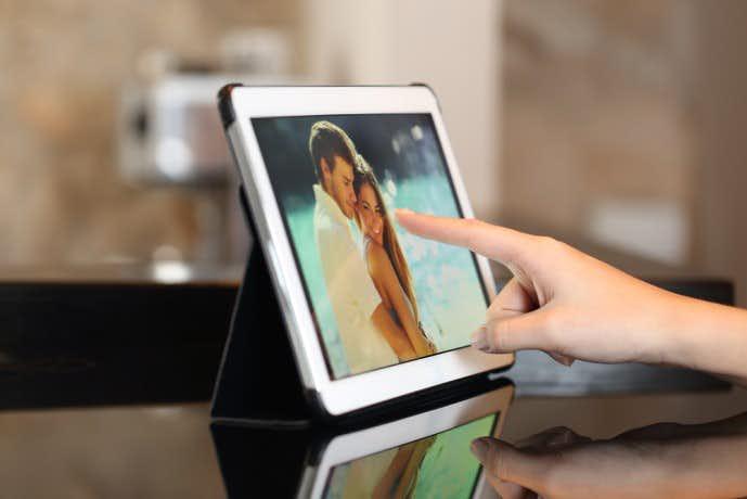 結婚祝いのプレゼントにデジタルフォトフレーム