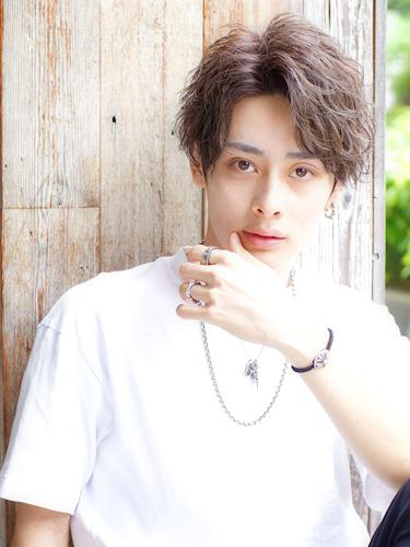 登坂広臣さんの髪型⑤ ツイストスパイラルパーマ × ミディアム