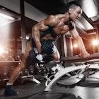 ダンベルで上腕三頭筋を鍛える「トライセプスキックバック」のやり方 | Smartlog