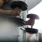 二頭筋の筋肥大が見込める「ハンマーカール」の効果的なやり方&コツ | Smartlog