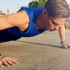 大胸筋を鍛えるワイドプッシュアップの正しいやり方。効果的な腕立て伏せの方法とは | Smartlog