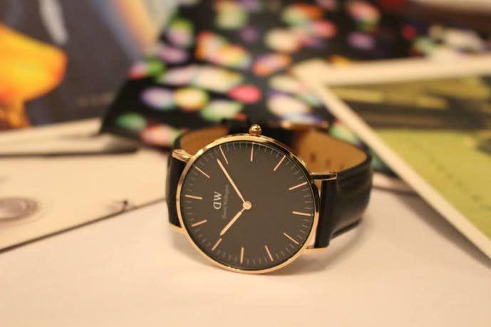 3万円以下おしゃれな腕時計にダニエルウェリントンのクラシックモデル(黒文字盤)の