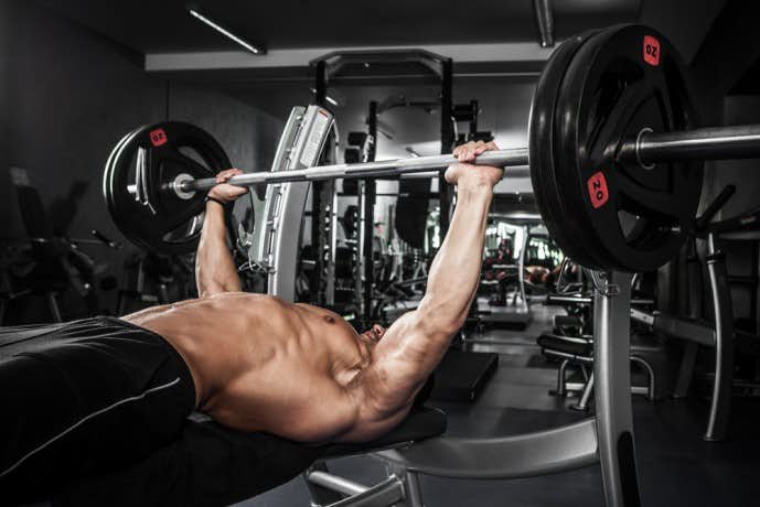 デクラインベンチプレスで体を鍛える