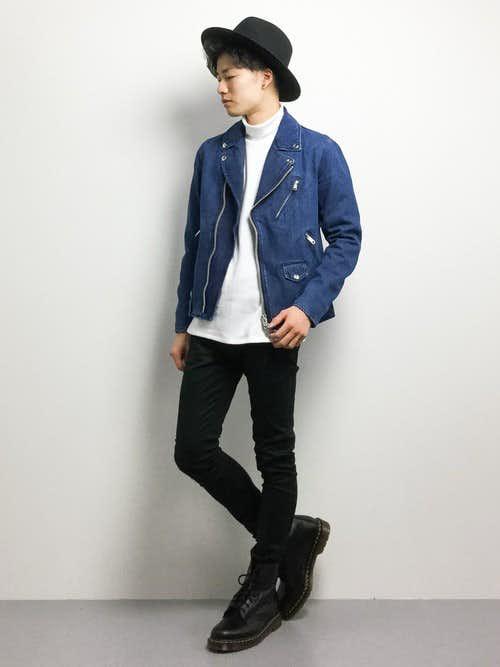 ブルーのライダースジャケット