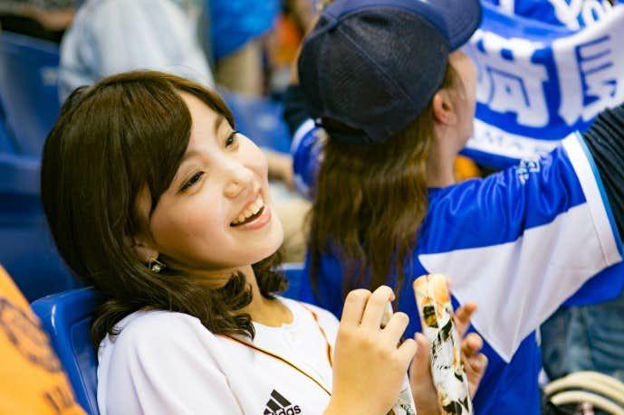 野球デートを楽しむ堀菜保子