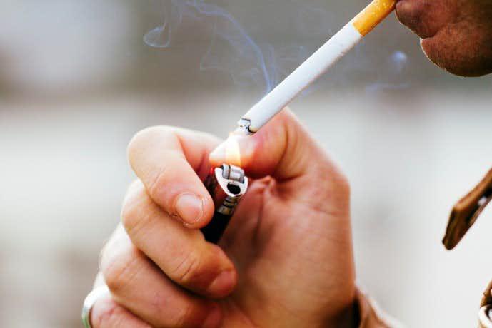 濃い髭になってしまう原因であるタバコの吸いすぎ
