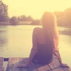 思わせぶりな態度をとる女性に要注意!特徴や心理から彼女の本性を見極めて | Smartlog