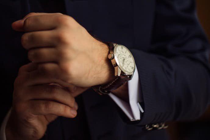 メンズコーデに栄えるダニエルウェリントンの腕時計