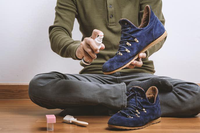 スエード靴には防水スプレーを
